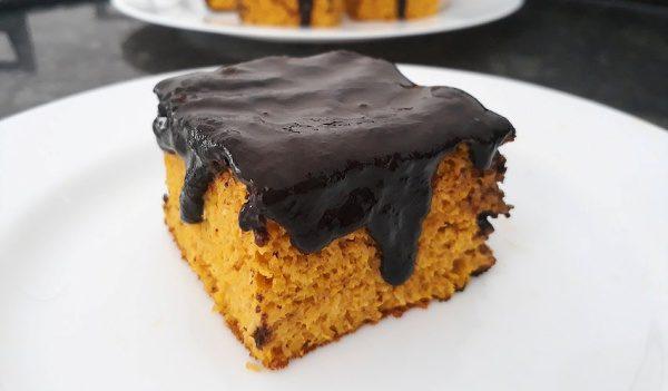 Bolo de Cenoura Low Carb com Calda de Chocolate - Baixo Carboidrato