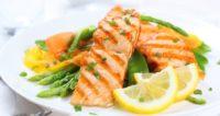 peixe grelhado com verduras