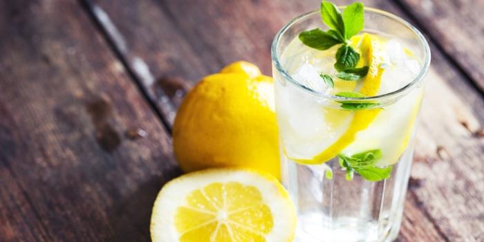 Beber Limão com Água em Jejum Emagrece? Queima Gordura